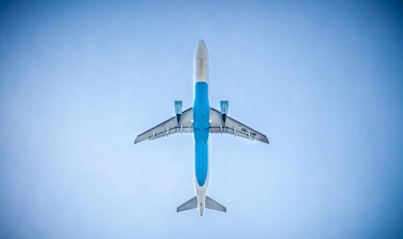 airplane-underneath (800x476)