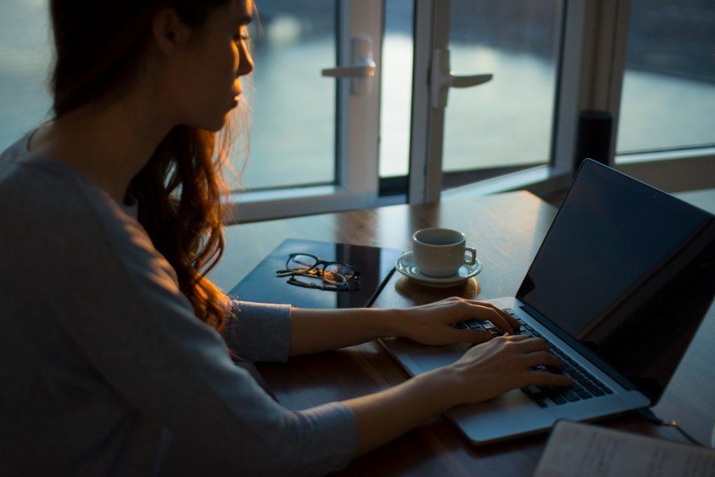 woman-at-computer-writing (1024x683)