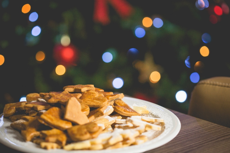 Christmas-cookies-with-tree (800x533)