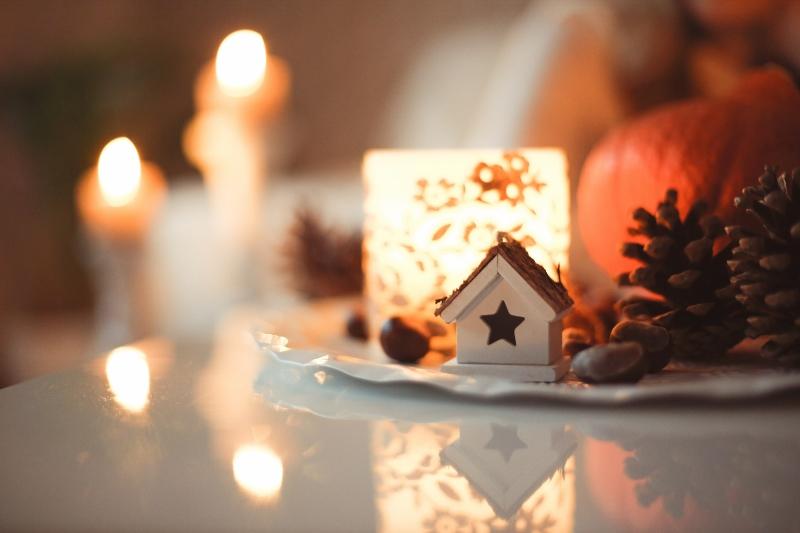 Christmas-decorations-lit (800x533)