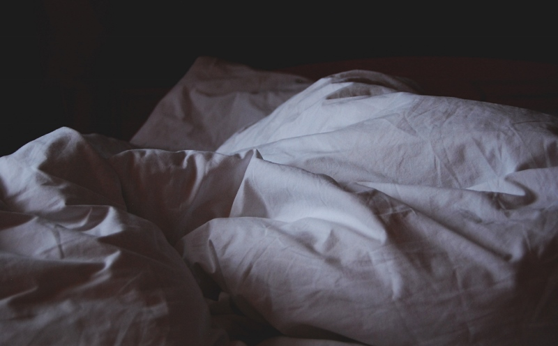 bed-empty-dark (800x496)
