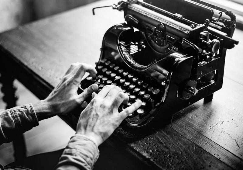 typewriter-antique (800x559)